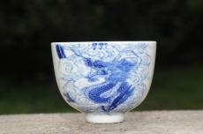 紫砂壶图片:生肖龙 景德镇全手工手绘青花主人杯  - 全手工紫砂壶网