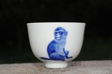 紫砂壶图片:生肖猴 景德镇全手工手绘青花主人杯  - 全手工紫砂壶网