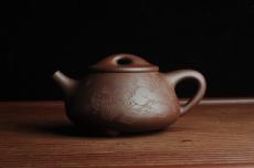 紫砂壶图片:贺岁新品 优质紫茄泥全手工高士煮茶图 茶亦醉人 文气满瓢 - 全手工紫砂壶网