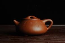 紫砂壶图片:优质朱泥全手工刻竹石瓢 天道无亲常与善人 - 全手工紫砂壶网