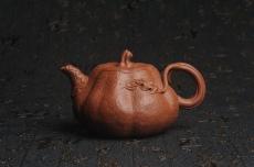 紫砂壶图片:美壶特惠 精致卡盖全手工油润降坡泥仿生小叶歪瓜 难度大 - 全手工紫砂壶网