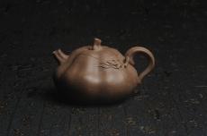 紫砂壶图片:美壶特惠 优质青降坡泥精致卡盖全手工仿生小南瓜 - 全手工紫砂壶网