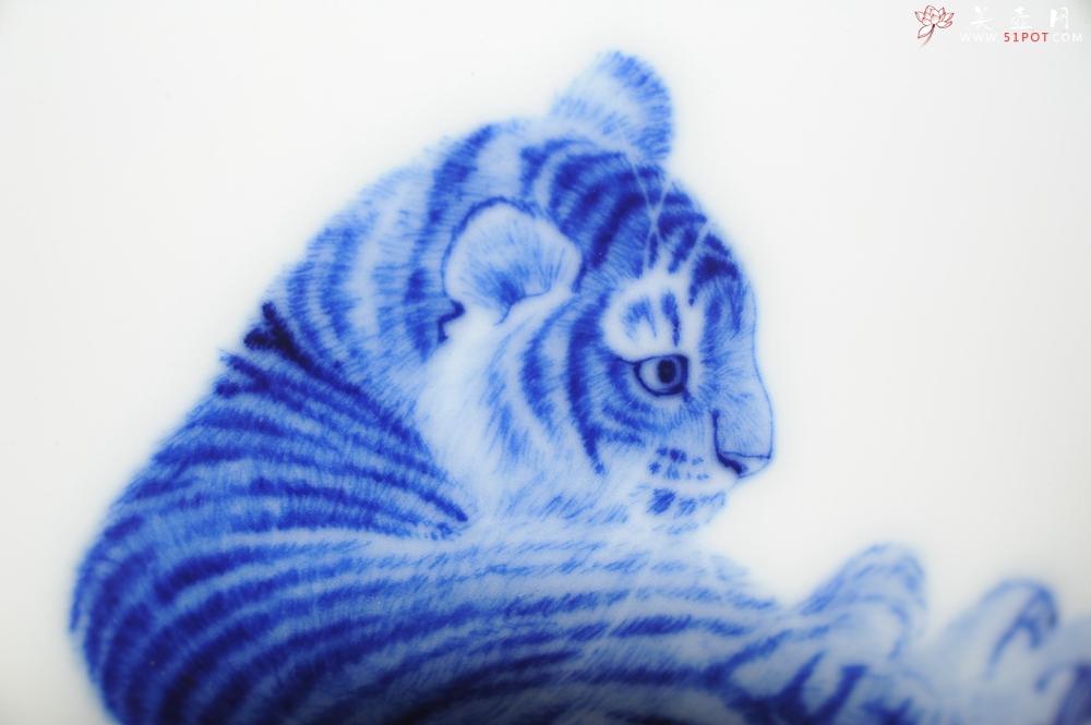 紫砂壶图片:生肖虎 景德镇全手工手绘青花主人杯  - 全手工紫砂壶网