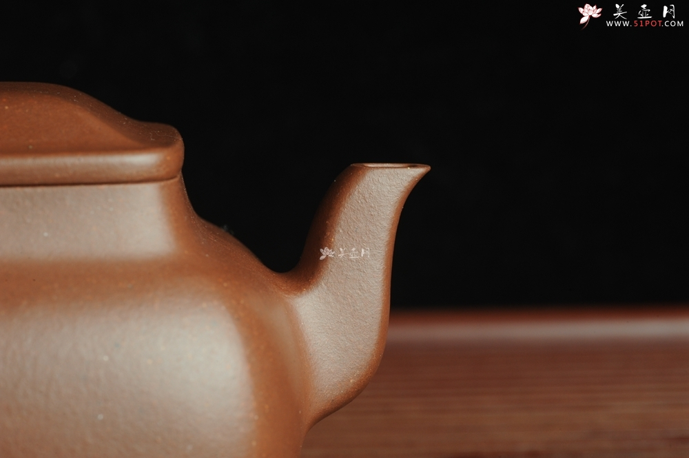 紫砂壶图片:线面挺括 大气全手工原创四方纳福壶 做工超好 - 全手工紫砂壶网