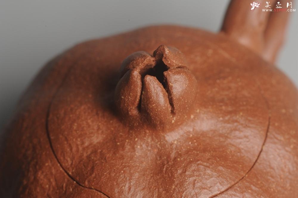 紫砂壶图片:美壶特惠 油润降坡泥精致卡盖全手工仿生石榴壶 - 全手工紫砂壶网