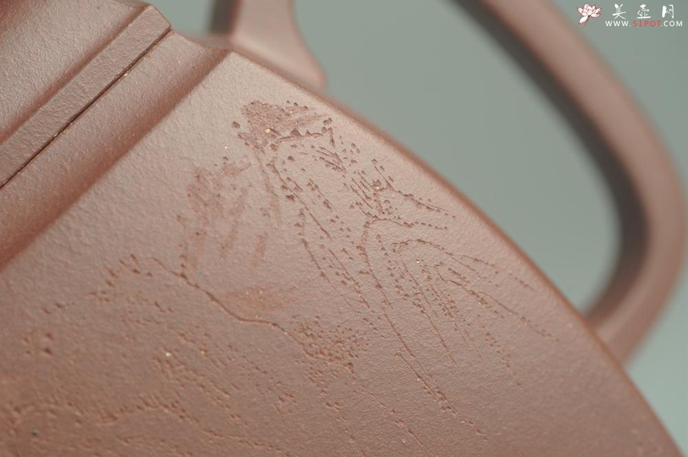 紫砂壶图片:全手工精致汉方壶 装饰山水 特文气 - 全手工紫砂壶网