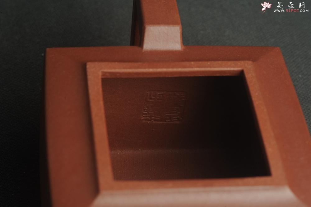 紫砂壶图片:全手工优质紫红泥精致亚明四方壶 装饰养神图 特文气 - 全手工紫砂壶网