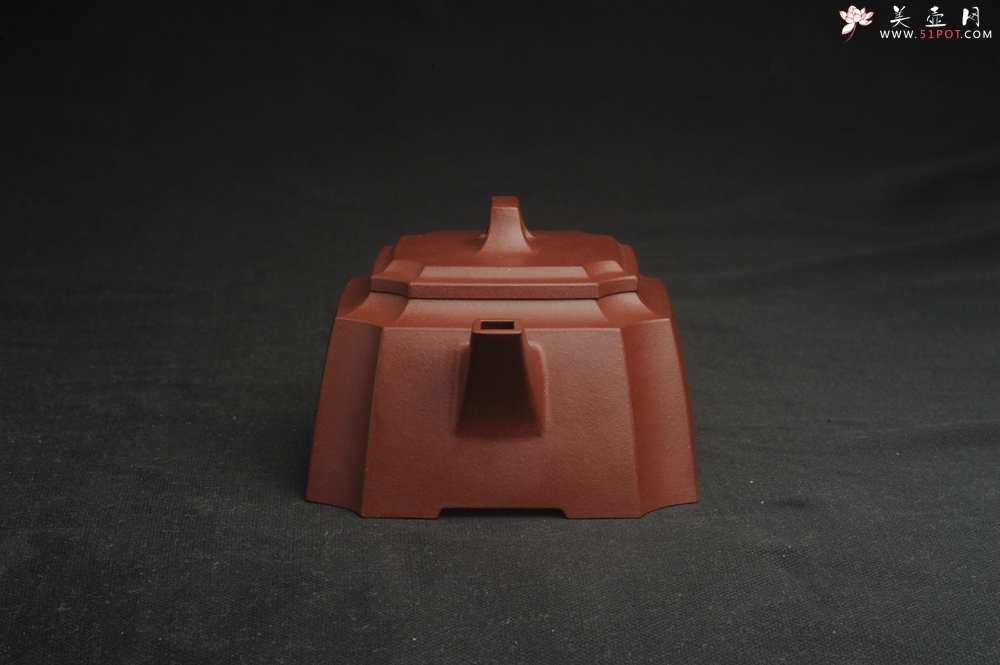 紫砂壶图片:,美壶特惠 全手工优质紫红泥精致抽角八方 特文气 - 全手工紫砂壶网