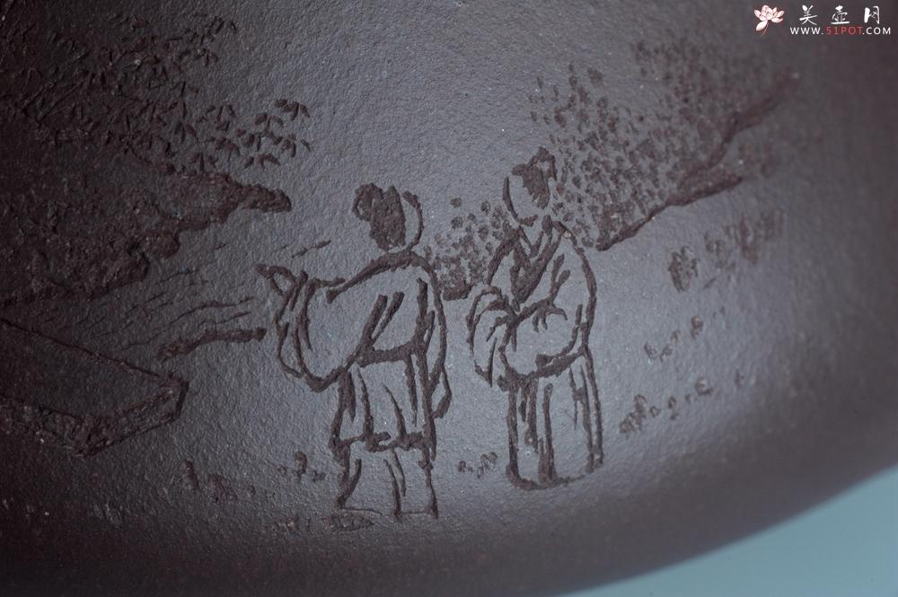 紫砂壶图片:实力派助工周斌 优质底槽青全手工精工 子冶石瓢壶 张听钢精刻山水 青山似欲留人住  香茗何妨为客尝 - 全手工紫砂壶网